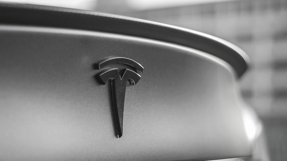 Tesla Carwrap 3M Satin Grey 8