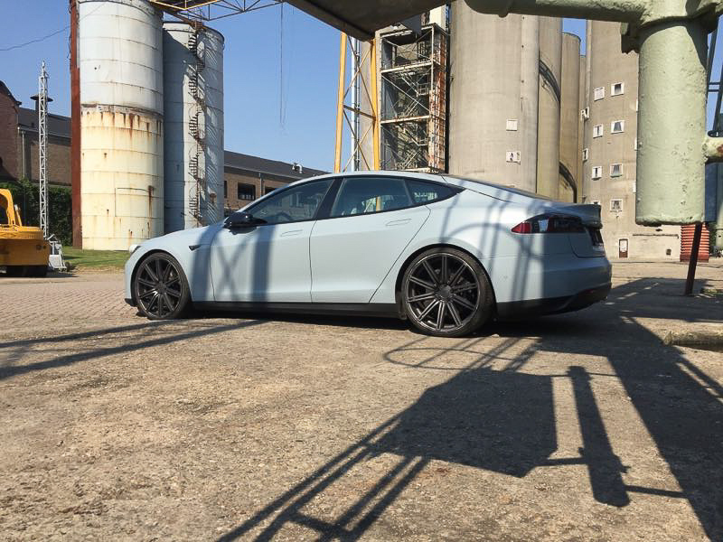 Tesla Carwrap Battleship Grey 2