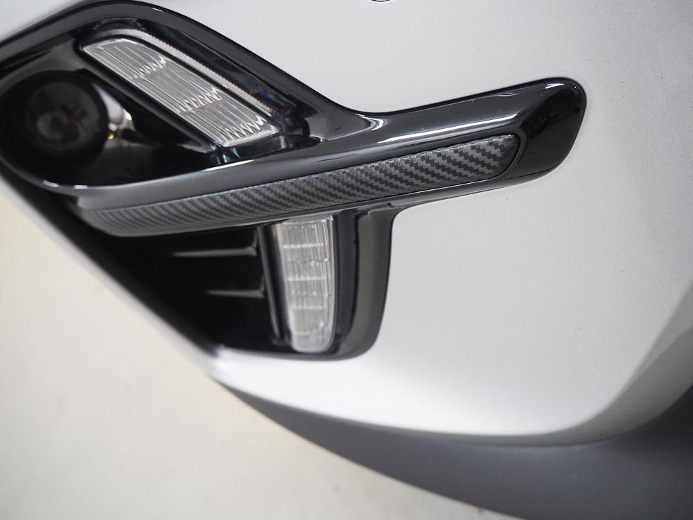 E details van de Niro voorzien van Carbon folie